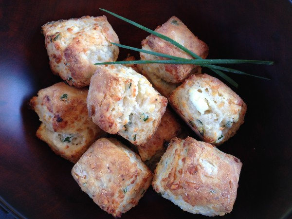 Flaky Goat Cheese and Chive Biscuits-The Prize of Cooking